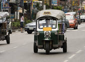 Le tuk-tuk thaïlandais: le charme des tricycles motorisés