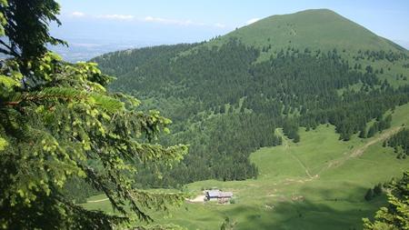 Parcourez la Haute-Savoie avec des randonnées de moyenne montagne