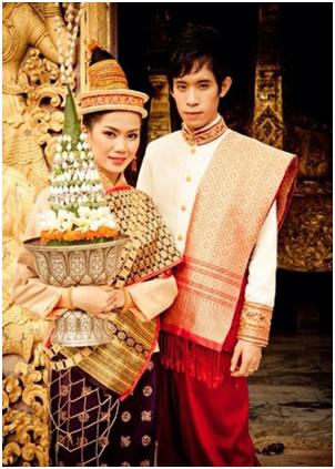 Vêtement traditionnel du Laos: Cachet de la culture Bouddhiste