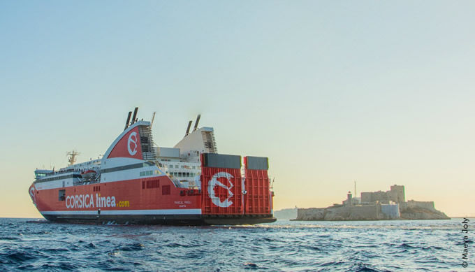 Traversée en car ferry entre Marseille et la Corse