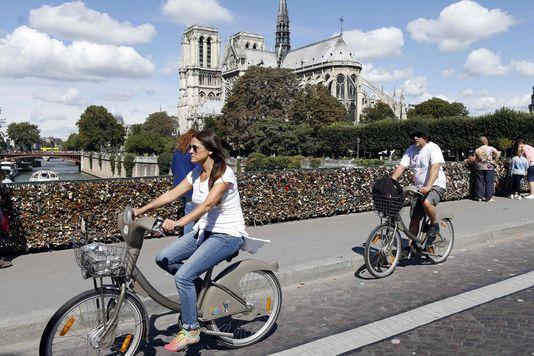 Le tour de Paris à bord d'un vélo électrique