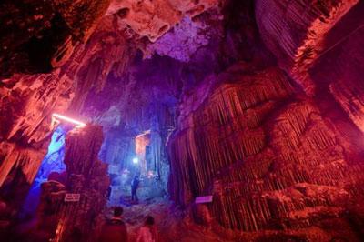 Une visite dans La grotte de  Phu Lao