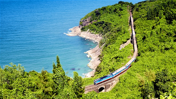 train_vietnam_lonelyplanet-a97067cbae06