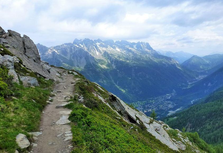 Comment observer la montagneet admirer ses détails ?