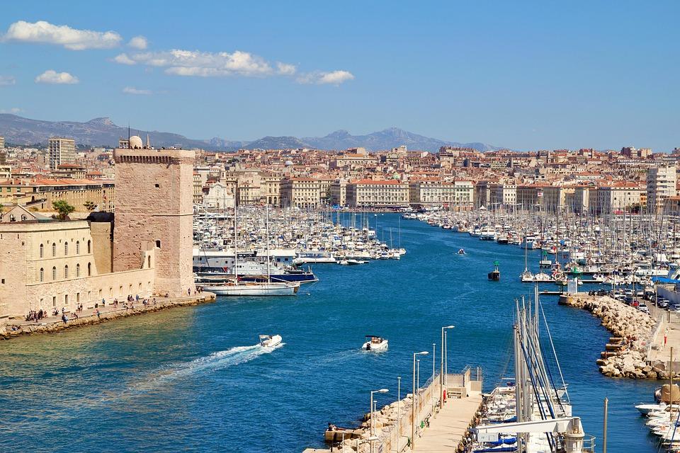 Réservez votre maison de vacances avec piscine dans le sud de la France